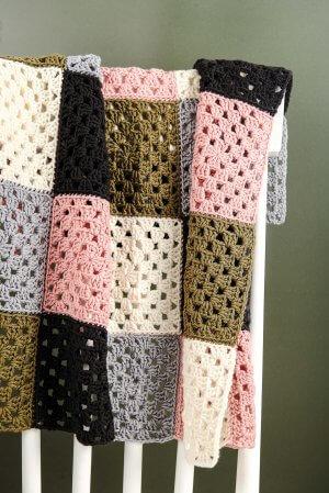 Retro Granny Square Crochet Kit